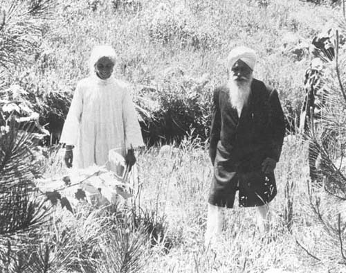 Nina with Sant Ji at Wawasiki